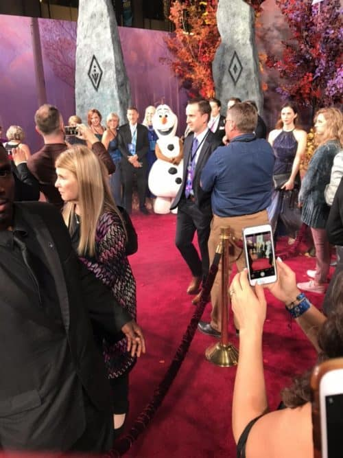 frozen 2 red carpet experience had Olaf