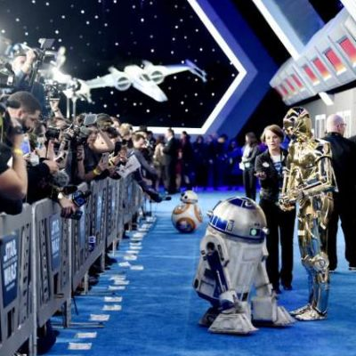 The droids on the rise of skywalker red carpet